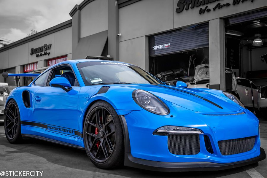 Porsche 911 wrapped in Blue